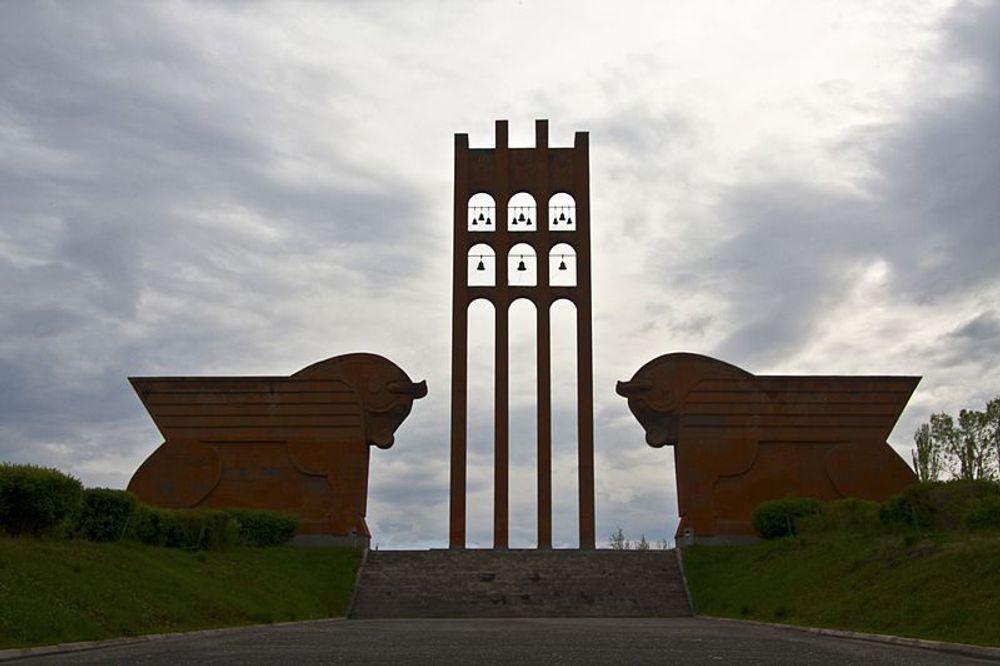 Երբ չի մնում ելք ու ճար, խենթերն են գտնում հնար․ «Սարդարապատ» երգի ծնունդը - Armenian National Music (anmmedia.am)